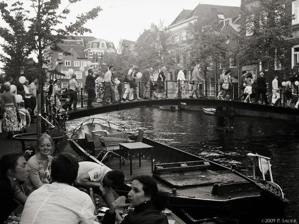 Street photography with a 1937 Zeiss Ikon Nettar