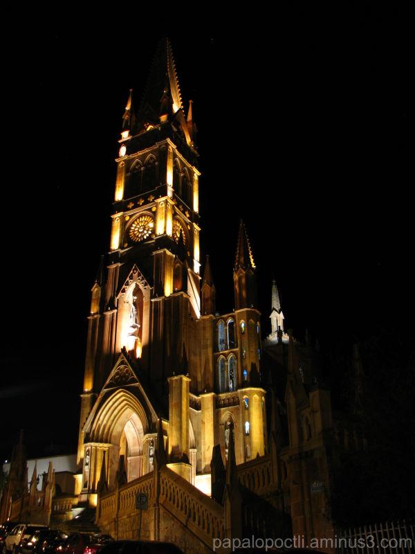 Imagen nocturna de la iglesia Ntra. Sra. de Fátima