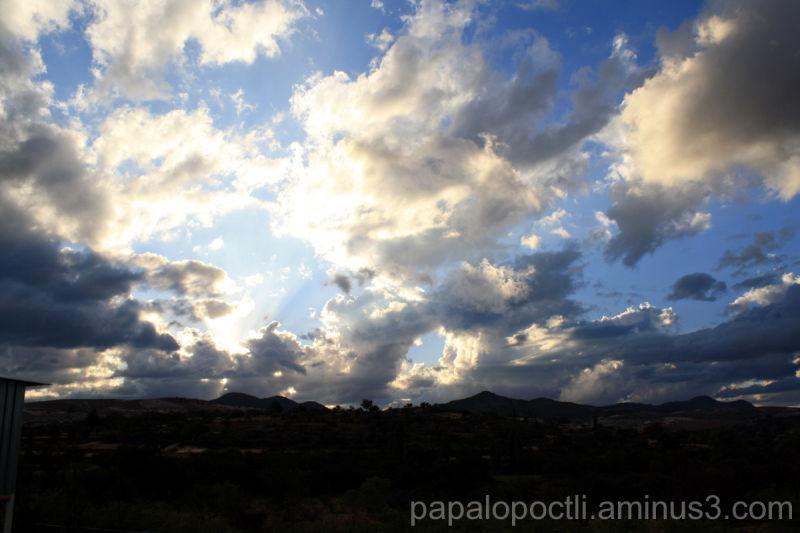 Luz atravesando unas nubes
