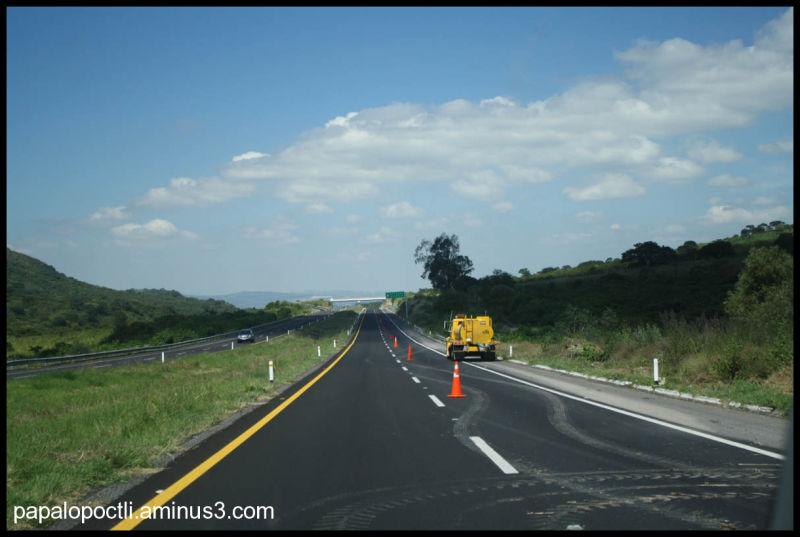 Máquina para arreglar las carreteras