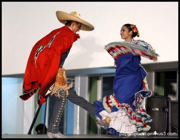 Baile folcklórico jalicience