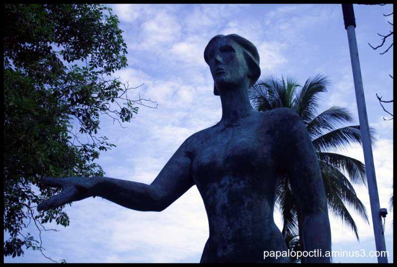 Otra hermosa escultura en la U. de Colima