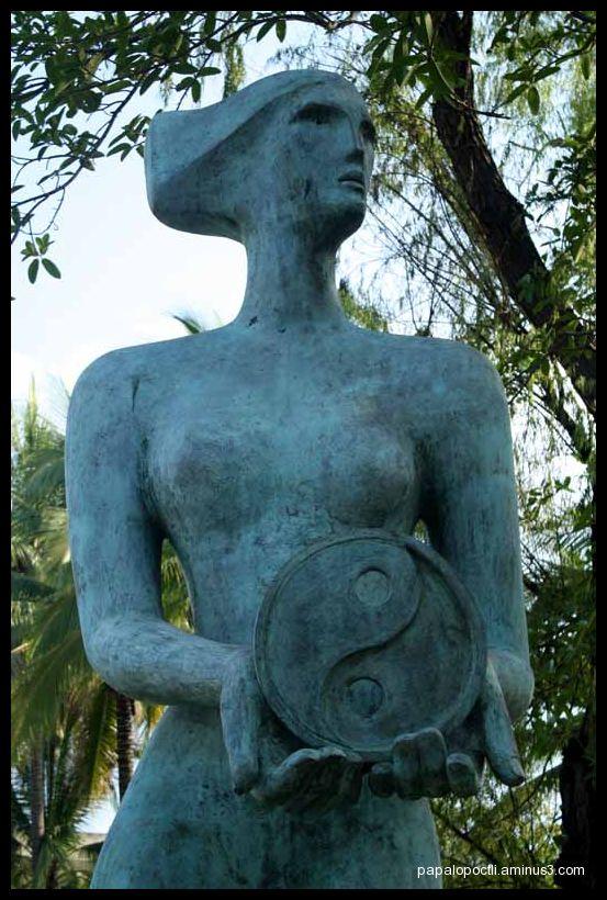 Escultura en la U. de Colima