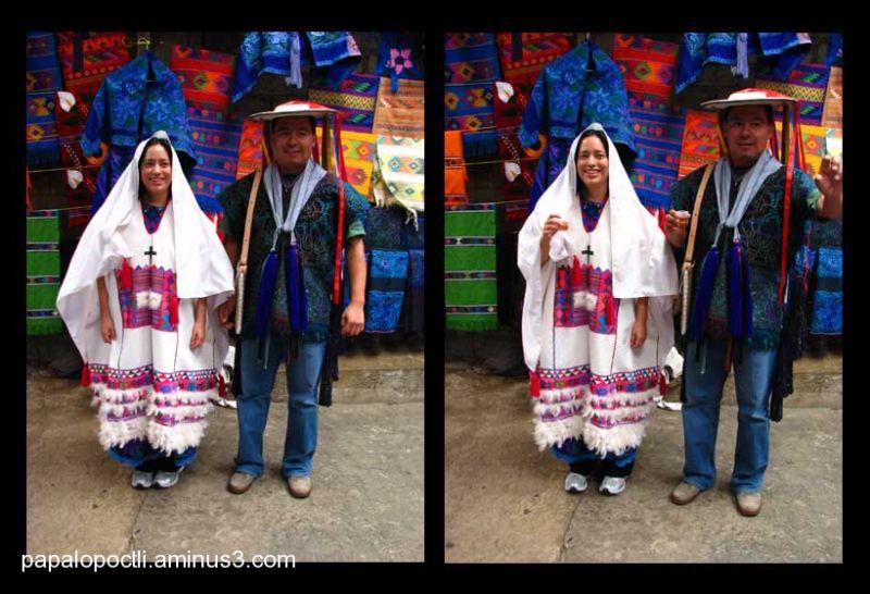 Los dos vistiendo trajes de novios. Chiapas.