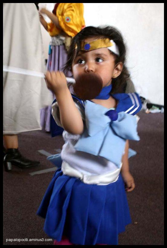 Una Nina Disfrazada De Sailor Mercury