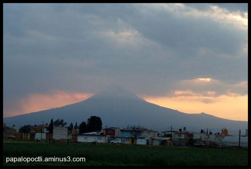 Atardecer sobre el Popocatépetl