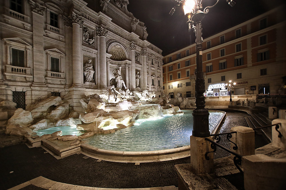 Trevi fountain by night 1