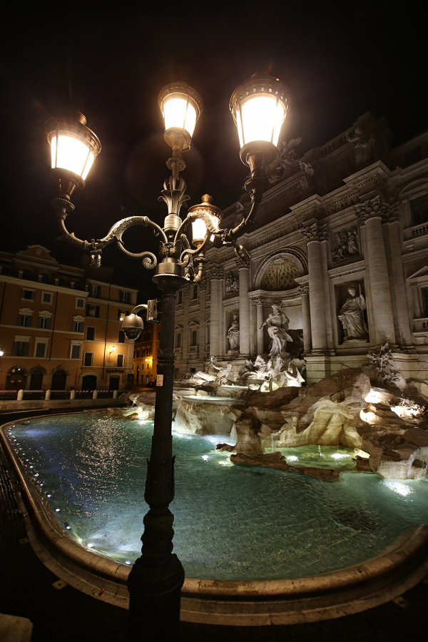 Trevi fountain by night 2