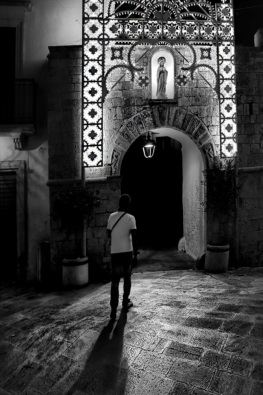 monochrome, street, people, night, locorotondo