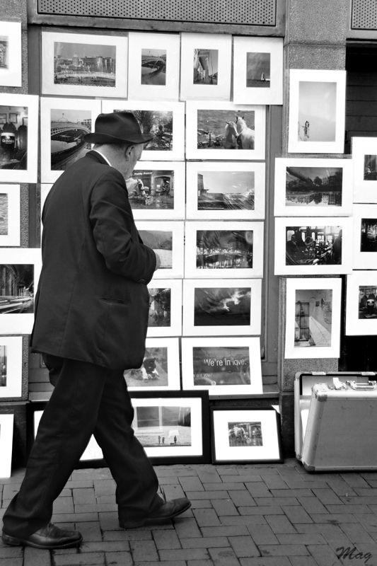Un marchand de photos sur Grafton Street