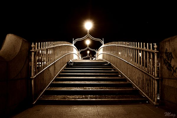 Ha'penny Bridge at night, Dublin