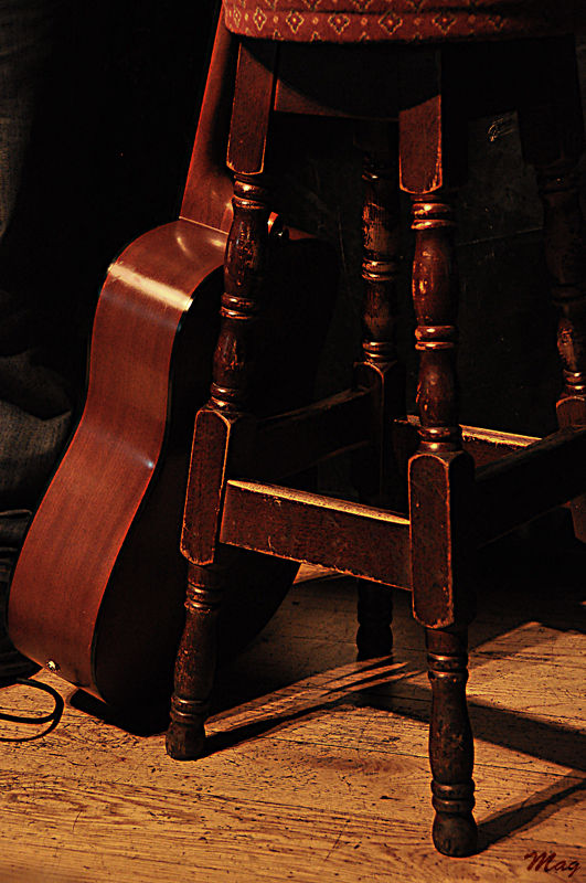 Guitare et tabouret, Dublin