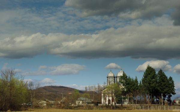 biserica trei ierarhi com Stoilesti