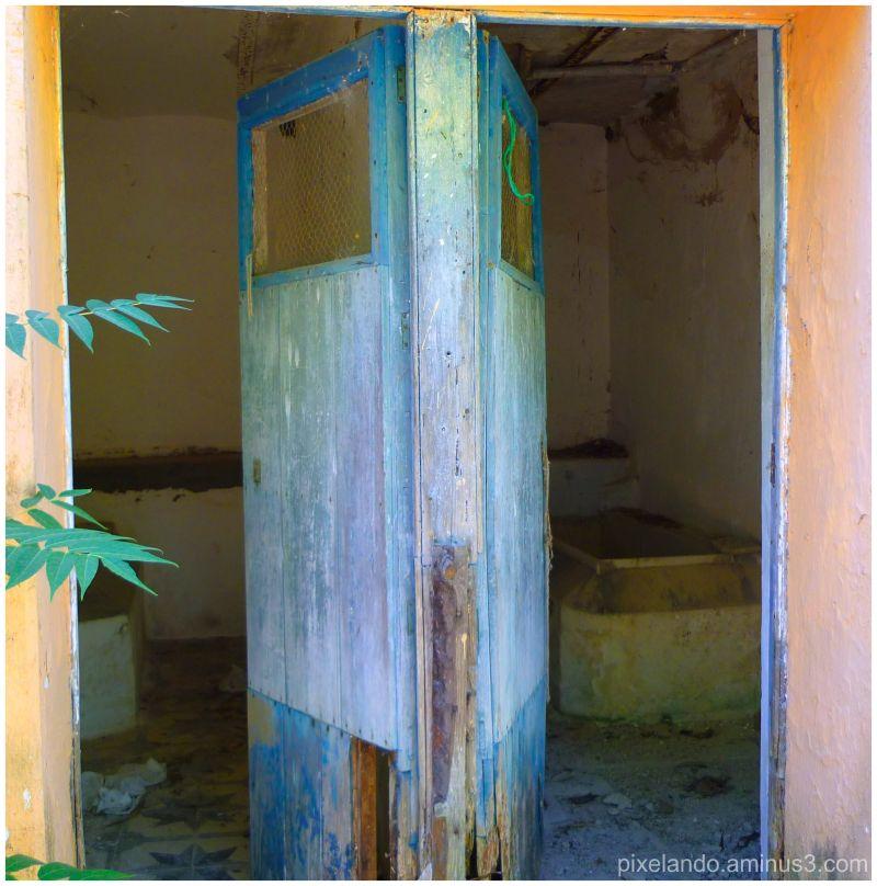baños abandonados en antiguo balneario Huelva