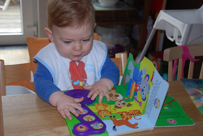 Lese-Junge