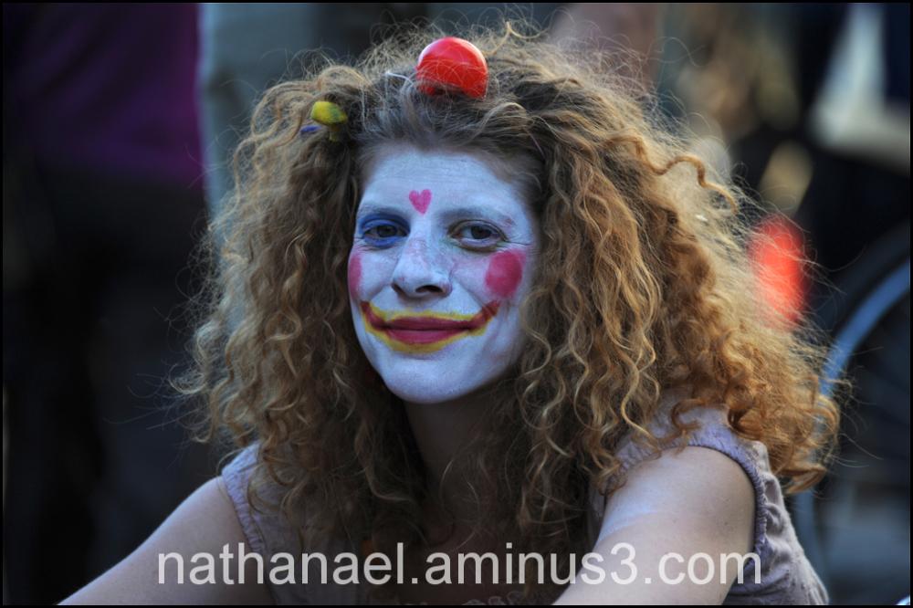 Down clown...