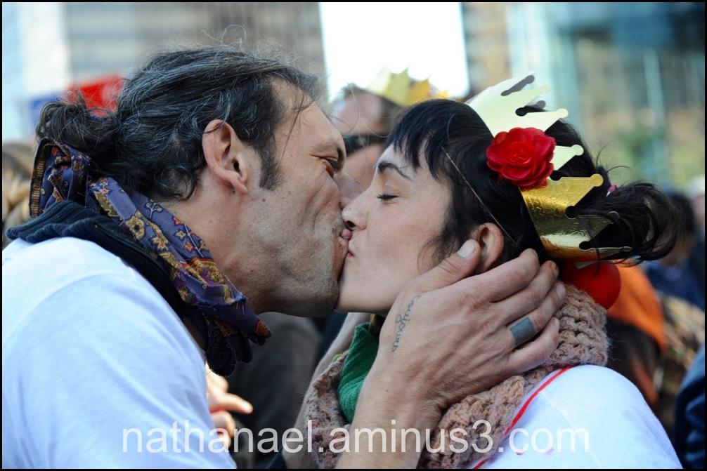 Souvenir kiss queen...