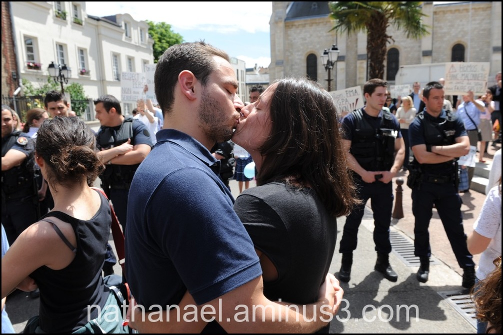 Souvenir kiss the police...