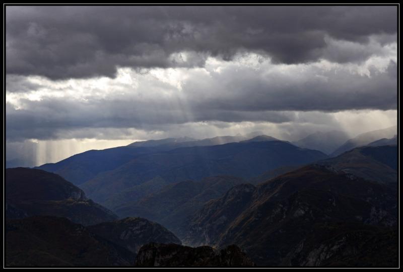 Rayons sur les crètes de Foix