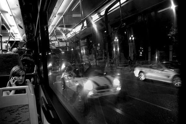 Interior bus, noche