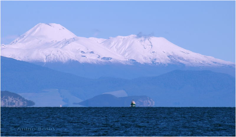 Lake Taupo, Mount Ruapehu, Blue