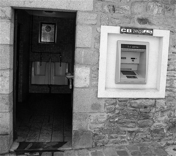 Toilettes payantes, carte de crédit acceptée