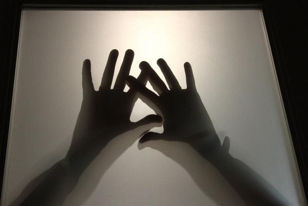 Haut les mains...