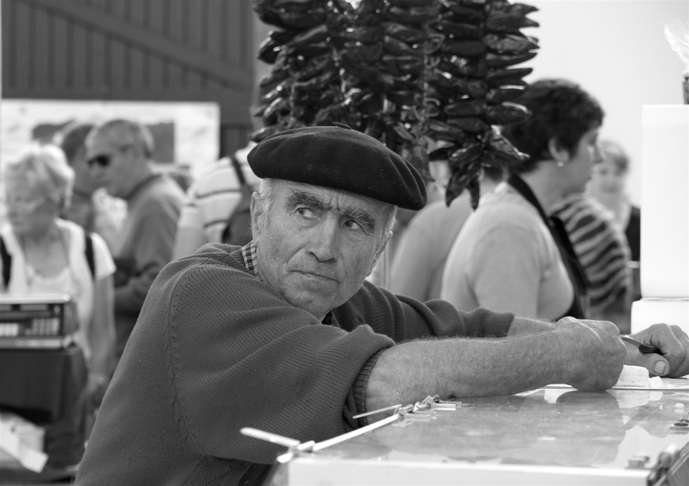 Commerçant basque au marché d'Espelette