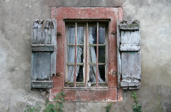 Vieille fenêtre au Pays basque