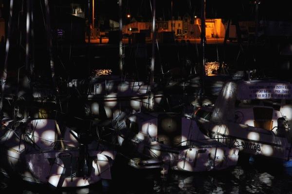 Bateaux éclairés dans le port de Fécamp