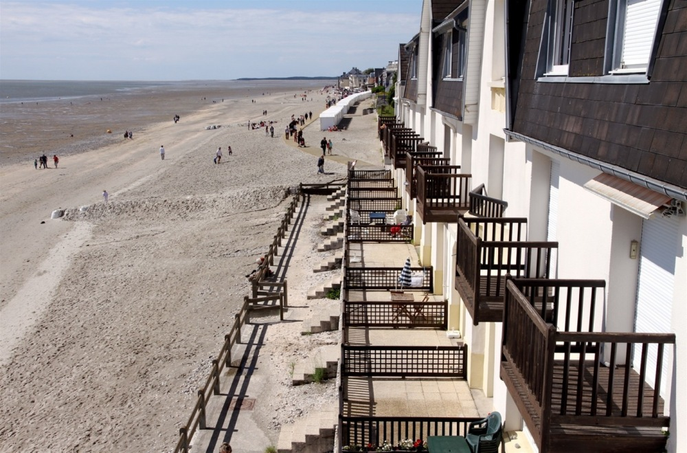 Plage et balcons au Crotoy dans la baie de Somme
