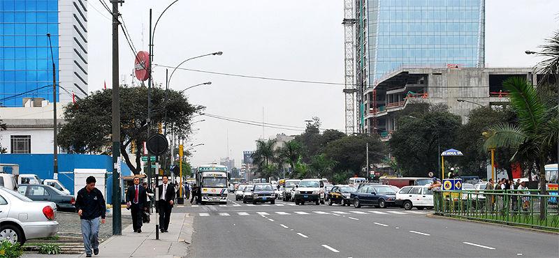 Vehicular traffic at Javier Prado avenue