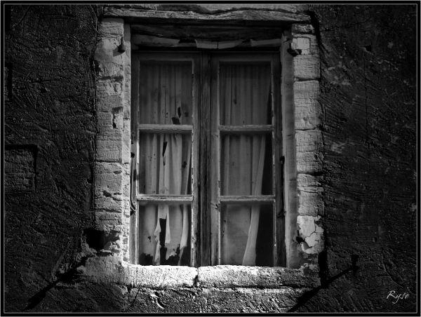 vielle fenêtre noir et blanc