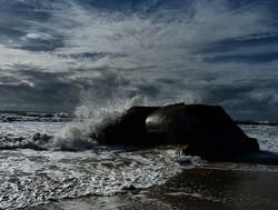 Eclats de mer sur ciel en éclats