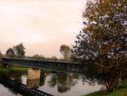 Entre deux ponts coule une rivière...