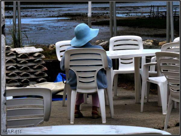 La dame au chapeau bleu (et pantalon rose)...