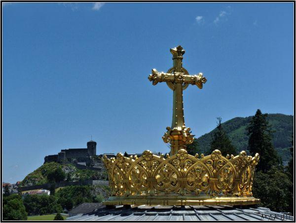 Couronne et croix dorées des Irlandais