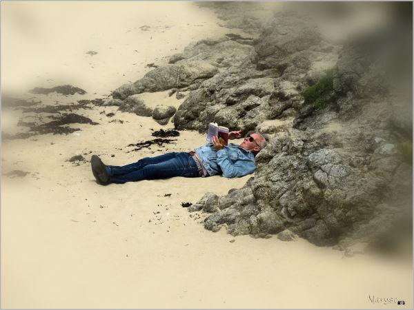 Lecture à la plage