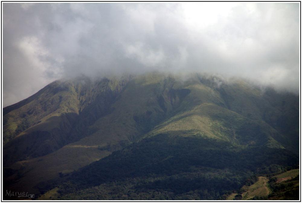 La Montagne pelée dans la brume