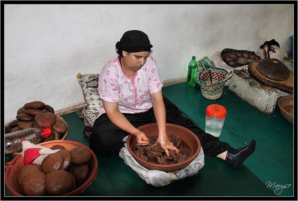 Dans une coopérative d'huile d'argan... (3)