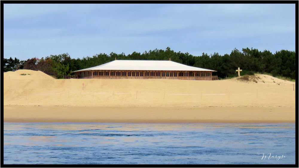 La grande cabane « effet mer »