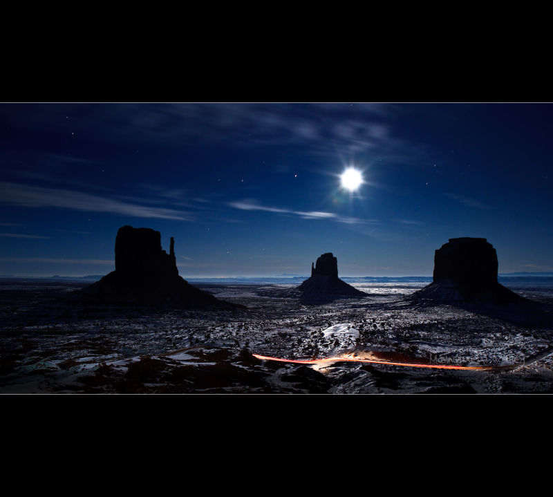 Moonlight reflexion on the snow in Monument Valley