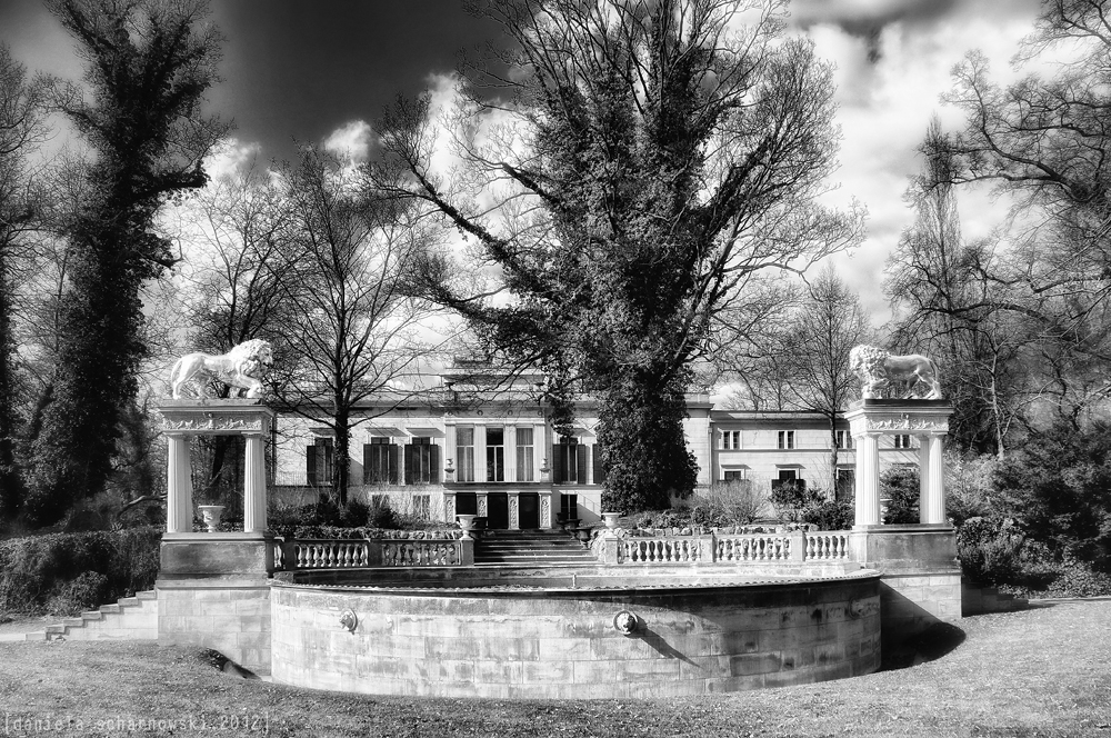 Glienicke Palace with Lion´s fountain