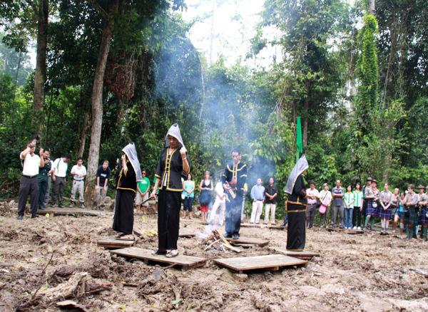 KadazanDusun Pristesses and Priest
