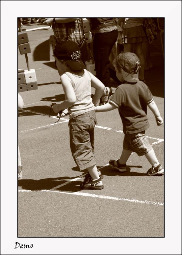 Avec son frère...