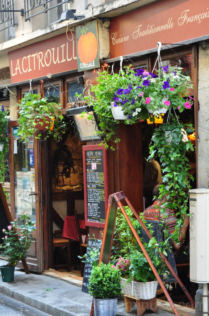 ...escargot or foie gras? , Paris