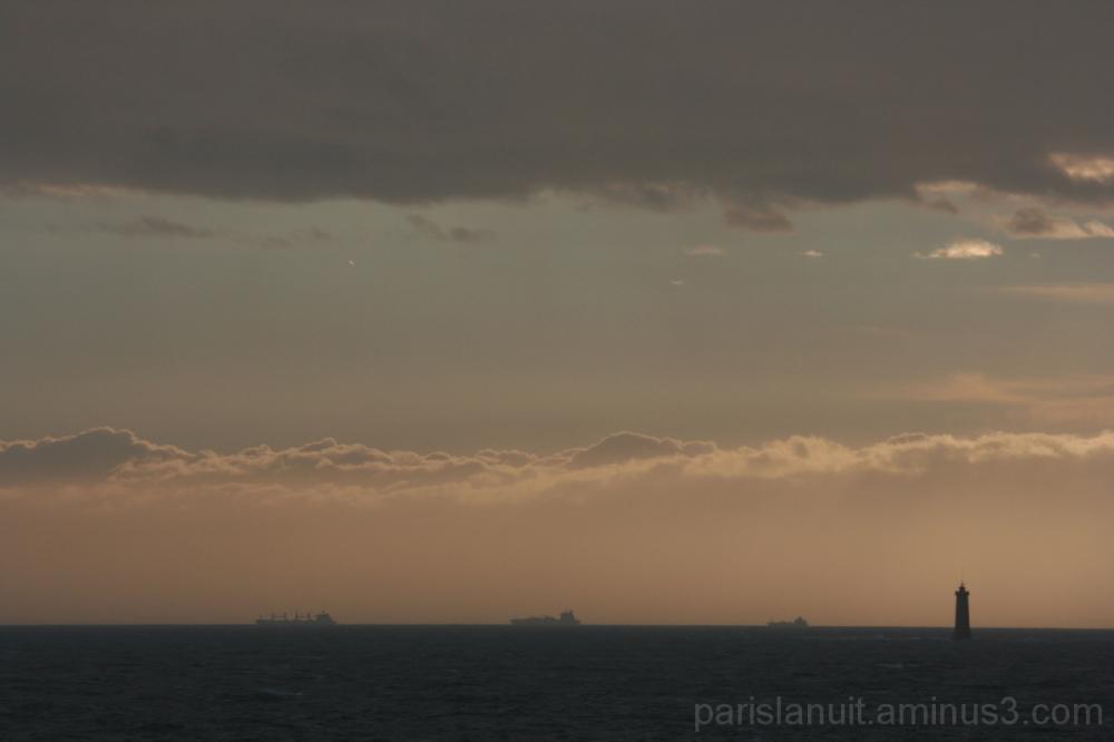 Au loin s'en vont les navires