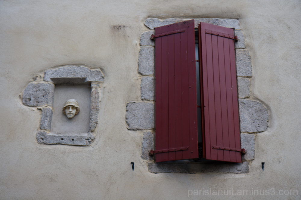 Les murs ont des yeux