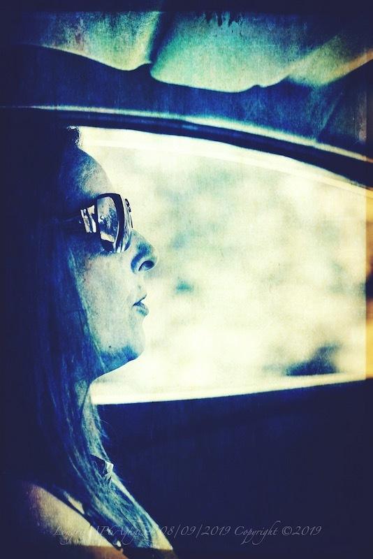 Sur la route. (Auto-(mobile) portrait)