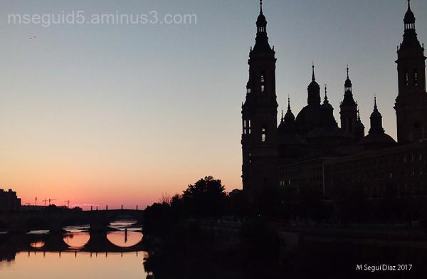 Amanece sobre el Pilar (Zaragoza)